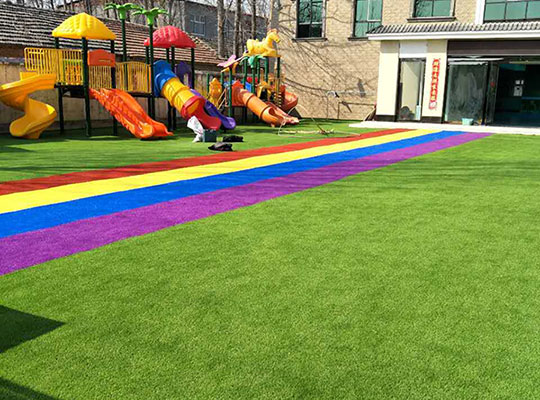 窩城鎮第一幼兒園人造草皮滑梯