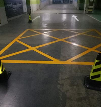 中原万达地下停车场划线级交通设施