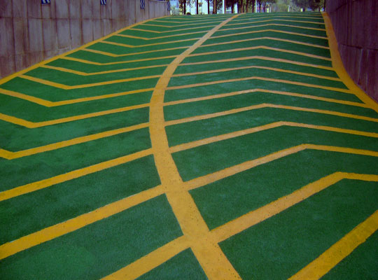 说说停车场地下车库防滑坡道地坪漆施工技巧