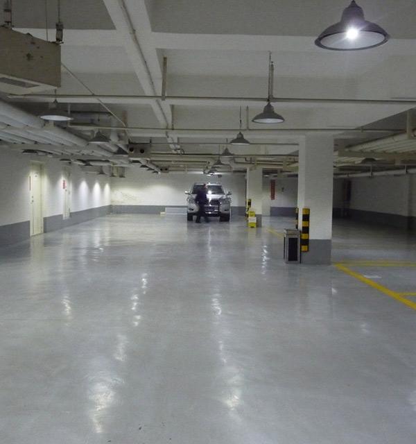 西安停车场金刚砂硬化地坪推荐——骅威建筑
