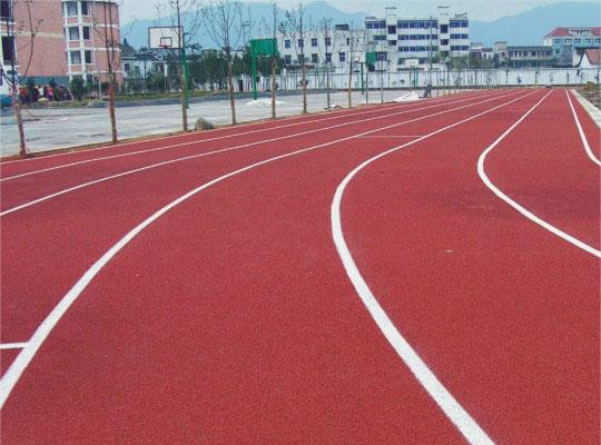 怎么區分自結紋塑膠跑道與其他的塑膠跑道之間的差別?