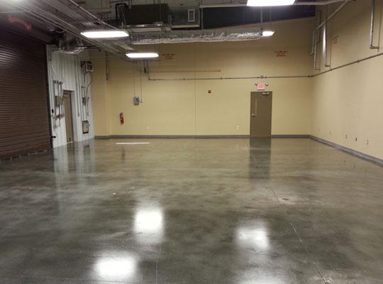 耐磨地坪發生粉化的原因和預防方法